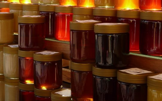 There Are Shocking Differences Between Raw Honey and the Processed Golden Honey Found in Grocery Retailers